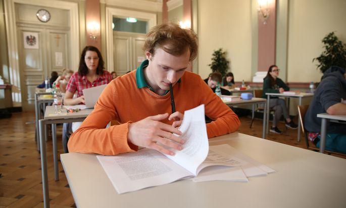 Von 9. bis 19. Mai wird heuer die Zentralmatura stattfinden. Erstmals auch an allen berufsbildenden höheren Schulen (BHS).