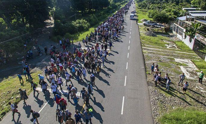 Eine der großen Karawanen von Flüchtlingen aus Mittelamerika, die die Grenze zu Mexiko bereits überwunden haben.