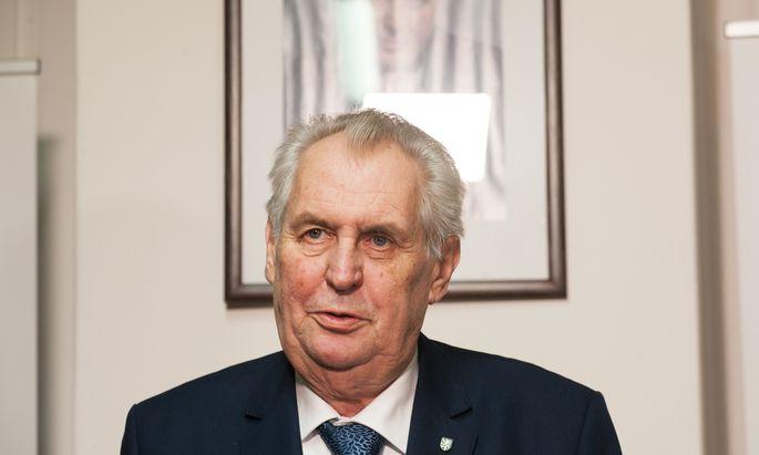 Präsident Zeman zittert um sein Amt.