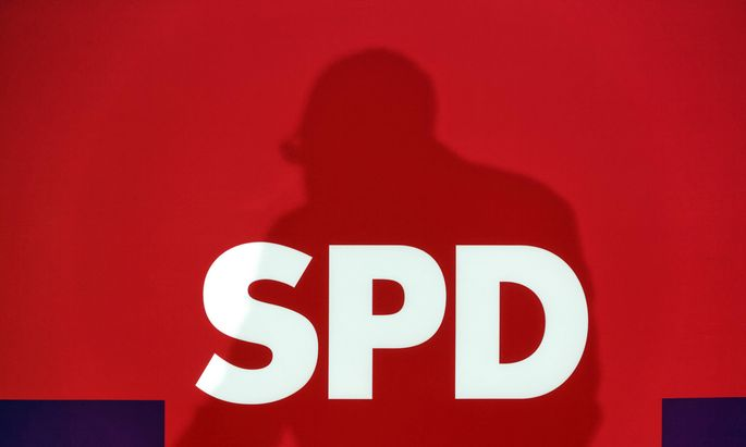 SPD-Chef Schulz unter Druck: Widerstand gegen Koalition mit Union wächst.