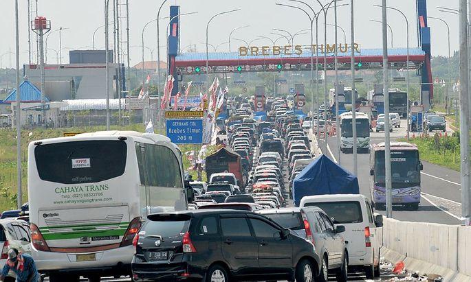 Ein Bild vom 2. Juli, als beim Autobahnkreuz Brebes auf Java nichts mehr weiterging.