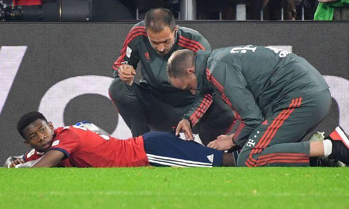 David ALABA Bayern Muenchen verletzt am Boden Verletzung Fussball 1 Bundesliga 7 Spieltag Spie