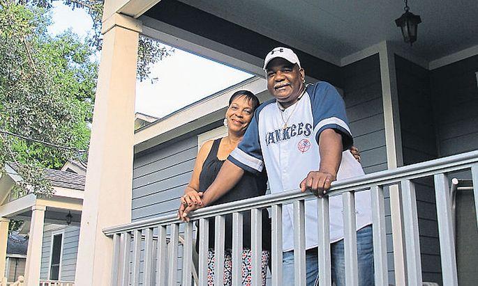 Judy Griffin und ihr Verlobter Buck in ihrem neuen Haus.