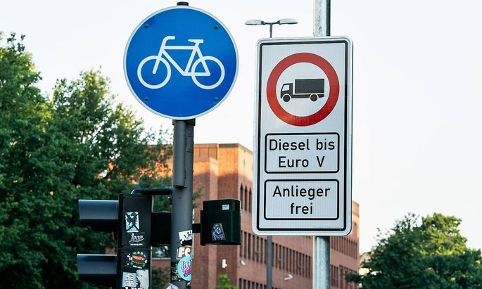 News Bilder des Tages Straszenverlauf Stresemannstrasze Einfuehrung Dieselfahrverbot in Hamburg Hambu