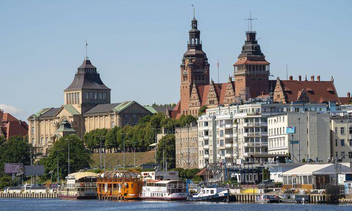 Die einstige Hansestadt ist sehr dem Wasser zugeneigt, hier mündet die Oder ins Stettiner Haff.