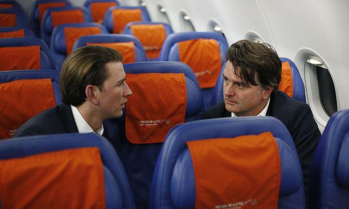 """Interview im Flugzeug: Außenminister Sebastian Kurz und Christian Ultsch, Chef des """"Presse""""-Außenpolitik-Ressort"""