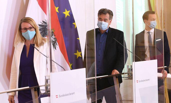 Wirtschaftsministerin Margarete Schramböck (ÖVP), Vizekanzler Werner Kogler (Grüne) und Finanzminister Gernot Blümel (ÖVP)