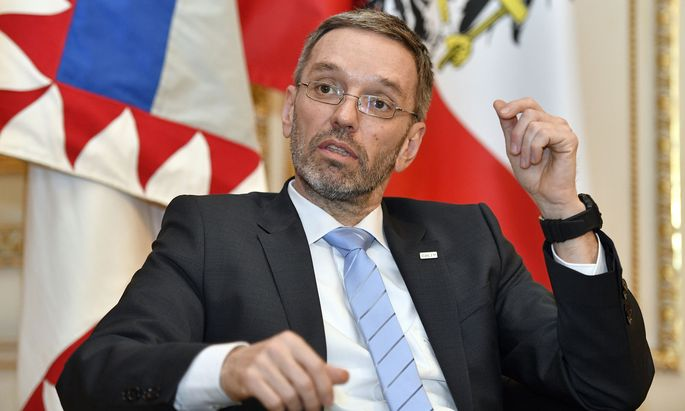FPÖ-Innenminister Herbert Kickl wird auch Armenien und Benin auf die Liste setzen. Asylanträge von Bürgern dieser Staaten werden im Schnellverfahren behandelt.