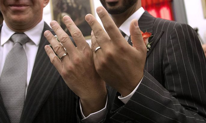 Rome 18 10 2014 Rome s mayor transcribes weddings of gay people that got merrier abroad against the