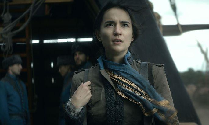 Soldatin Alina (Jessie Mei Li) entdeckt nur durch Zufall ihre Zauberkräfte.
