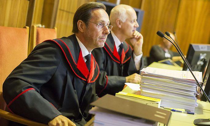 Archivbild: Die Staatsanwälte Hansjörg Bacher (links) und Rudolf Fauler vor Beginn des Prozesses gegen Alen R.