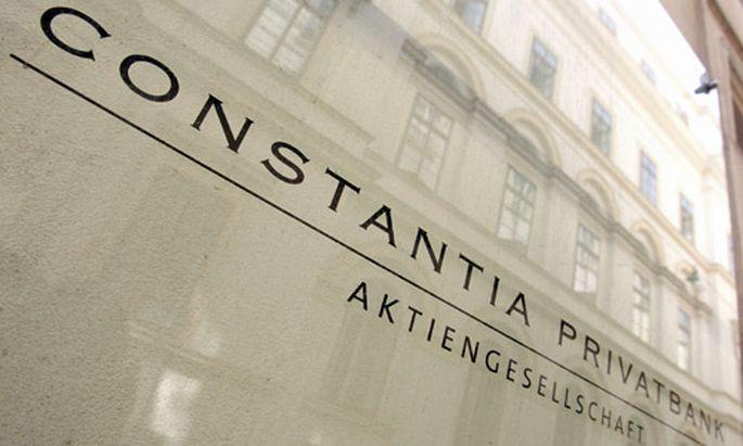 Anlegerin punktet gegen Constantia