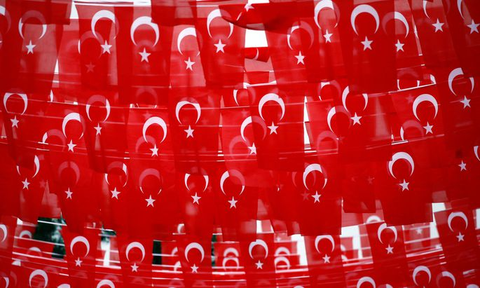 Symbolbild - türkische Flaggen