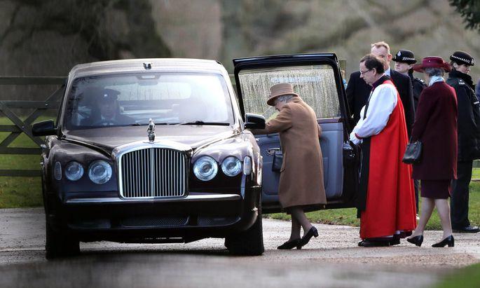 Die Queen auf dem Weg zur Krisensitzung.