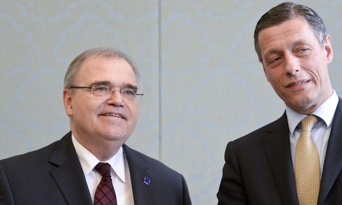 Wolfgang Brandstetter hat erklärt, dass er seine Aufgaben als Verfassungsrichter weiter wahrnehmen wird, im Bild mit Christian Pilnacek (Archivbild).