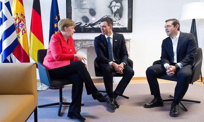 Dieses Trio einigte sich auf ein Rückführungsabkommen: Merkel, Sanchez und Tsipras.