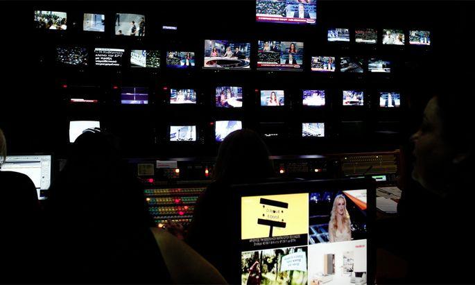 Griechenland hat vorübergehend seine staatlichen Hörfunk- und Fernsehsender geschlossen.