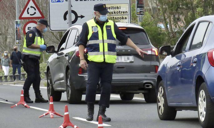Nationale Grenzkontrollen - wie hier zwischen Spanien und Frankreich - sollen innerhalb der Schengenländer eigentlich die Ausnahme sein.