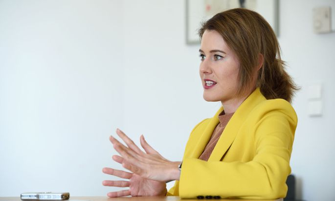 """Laut der EU-Abgeordneten Claudia Gamon steht Österreich nach der Kritik an den Vorgängen der Impfbestellung """"im Eck""""."""