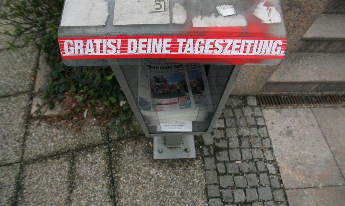 Die Regierung von ÖVP und Grünen schaut auf die Straße: Millionen Euro für Gratisblätter.