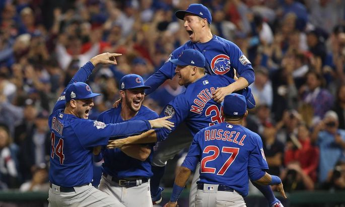 Bilder des Tages SPORT Chicago Cubs Anthony Rizzo L Kris Bryant C and Mike Montgomery 38 c