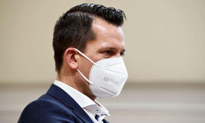 """Die Kombination aus Impfen und Testen - verbunden mit FFP2-Maske, Registrierung, Abstand - eröffne den Weg zurück zum """"alten Leben"""": Mückstein mahnt zur weiteren Vorsicht."""