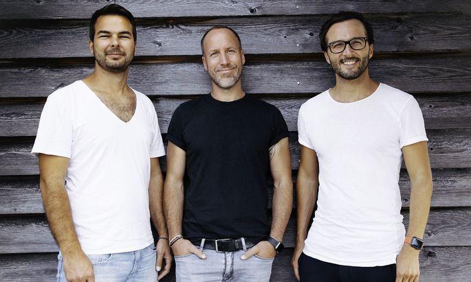 Daniel Schmitt-Haverkamp, Christian Becker und David Löwe stellen plastikfreie Putzmittel her.