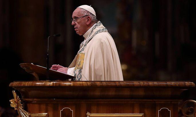 News Bilder des Tages Vatikan Papst Franziskus beim Abendgebet im Petersdom December 31 2018 Va