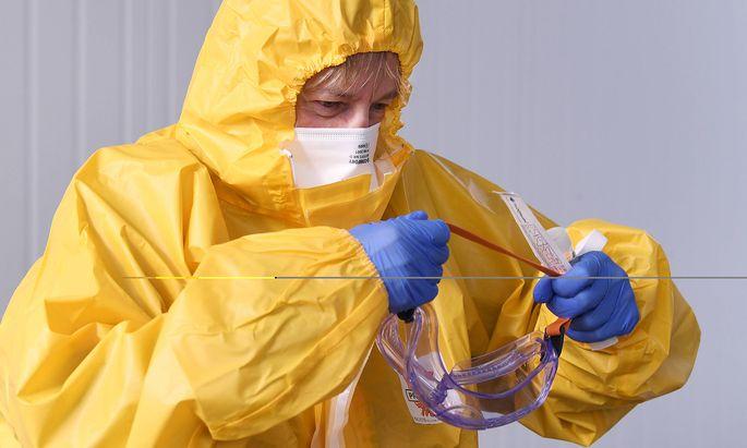 Medizinische Schutzausrüstung wird in Österreichs Spitälern zunehmend zur Mangelware.