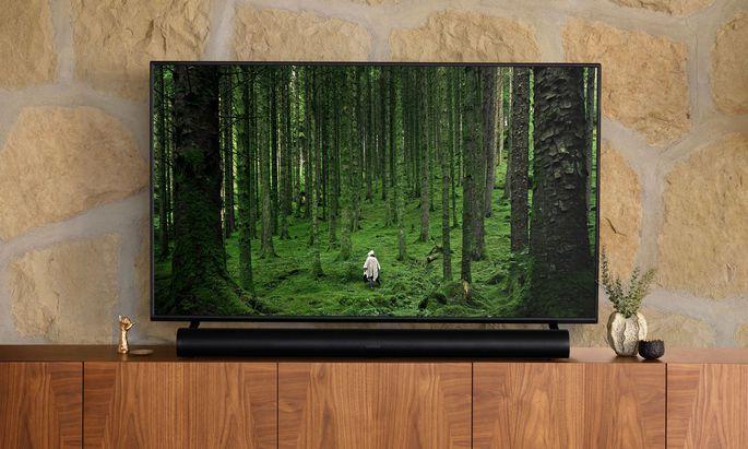 Der Fernseher muss die richtige Höhe haben, damit die Arc davor passt.