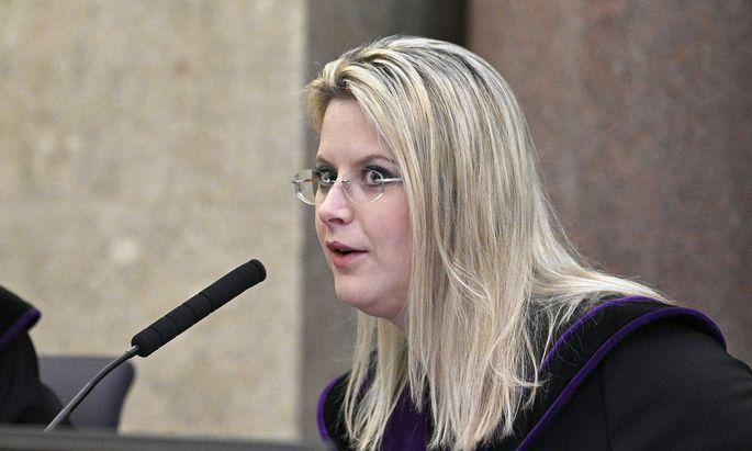 """""""Haben Sie einen Auszucker mitbekommen?"""" Frage von Richterin Marion Hohenecker an den Zeugen."""