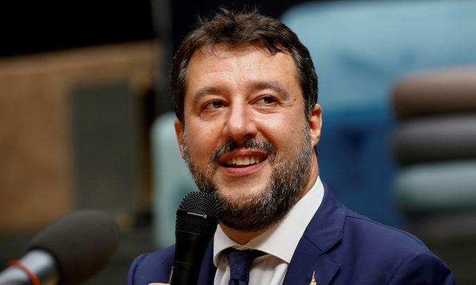 """Salvini ist wegen des Vorwurfs der Freiheitsberaubung und des Amtsmissbrauchs im Fall des Schiffs """"Gregoretti"""" angeklagt (Archivbild)."""