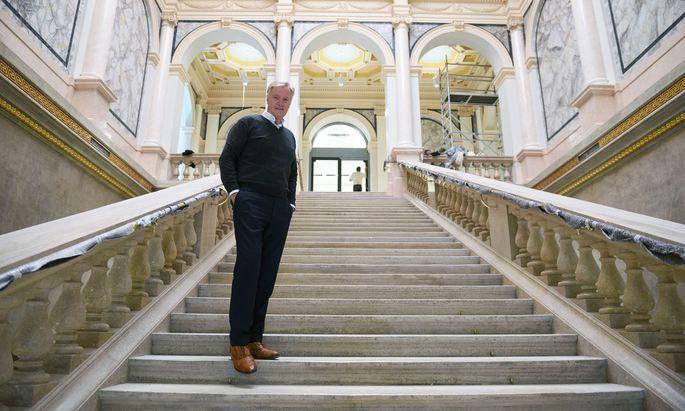 """""""Es gab Verzögerungen, auch bei der Finanzierung"""": Albertina-Direktor Klaus Albrecht Schröder auf der Treppe des Künstlerhauses."""