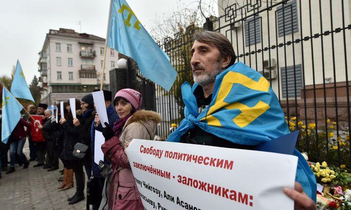 Protestierende Krimtataren.