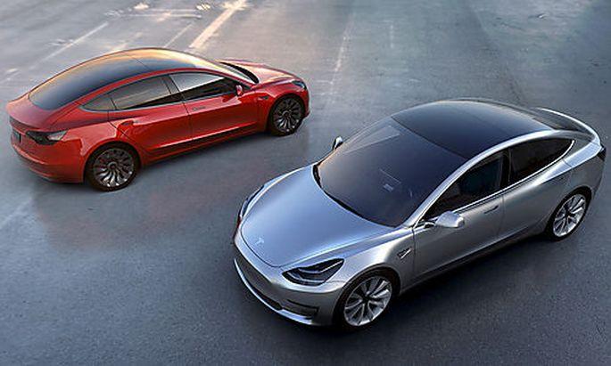 Handout of Tesla Motors´ mass-market Model 3 electric cars