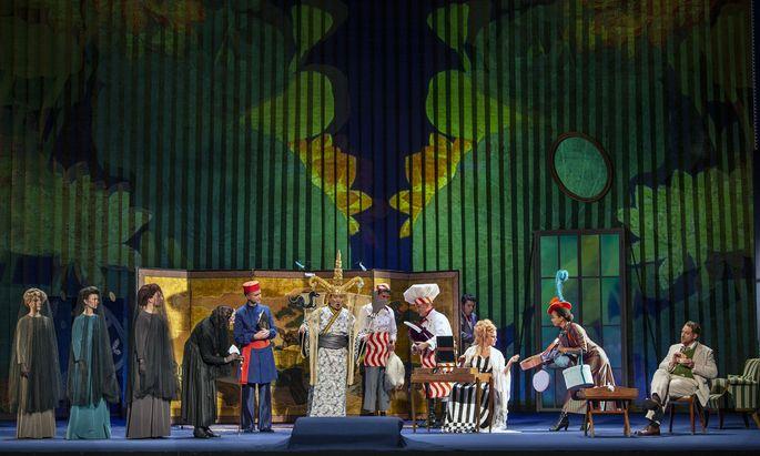 Xenia Hausner stattet das Schlafzimmer der Marschallin ganz nach der Japan-Mode der Ringstraßen-Epoche aus: Probenfoto aus der Berliner Staatsoper unter den Linden , wo am Sonntag Premiere ist.