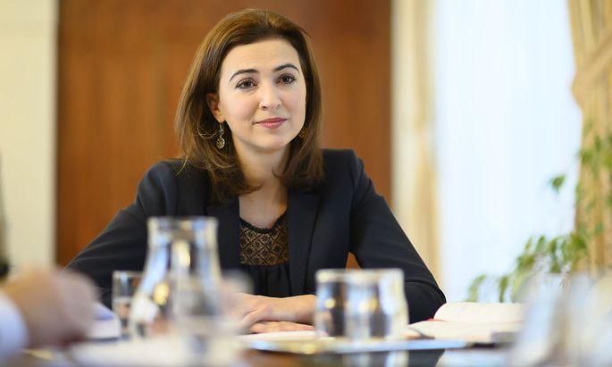 """Der grüne Wunsch nach einem Bundesstaatsanwalt sei """"bei der ÖVP nicht auf offene Ohren gestoßen"""", sagt Alma Zadić."""
