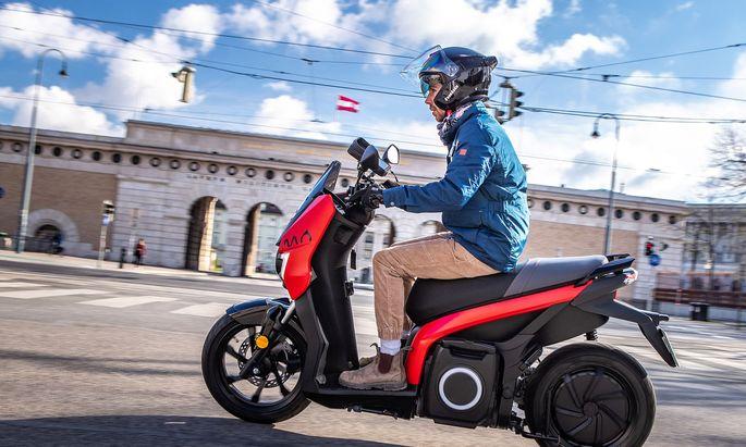 Bis zu 95 km/h schnell (außerhalb der Stadt), leise und umweltfreundlich: Der Mo von Seat.
