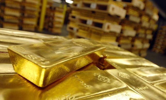 Goldbarren im Tresor eines Bankhauses - PUBLICATIONxNOTxINxUK