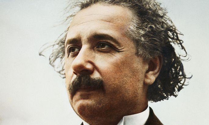 Als Einstein 1915 die allgemeine Relativitätstheorie präsentierte, war er 36 und lebte in Berlin.