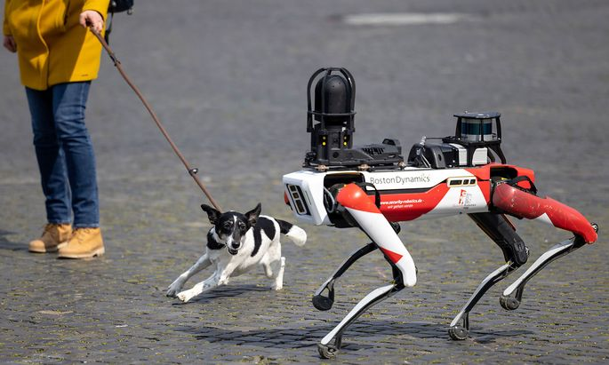 Vorstellung eines Roboter des Sicherheitsdienstleisters Ciborius: mit hundeartigen Bewegungen und reichhaltiger technischer Ausstattung