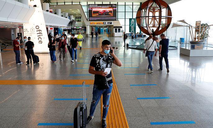 Am Flughafen in Rom landen wieder mehr Flugzeuge - auch aus Bangladesch.
