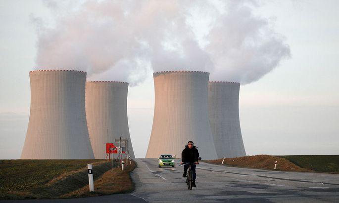 Strom aus den politisch bekämpften grenznahen Kernkraftwerken findet sich auch im heimischen Netz (im Bild: Temelin).