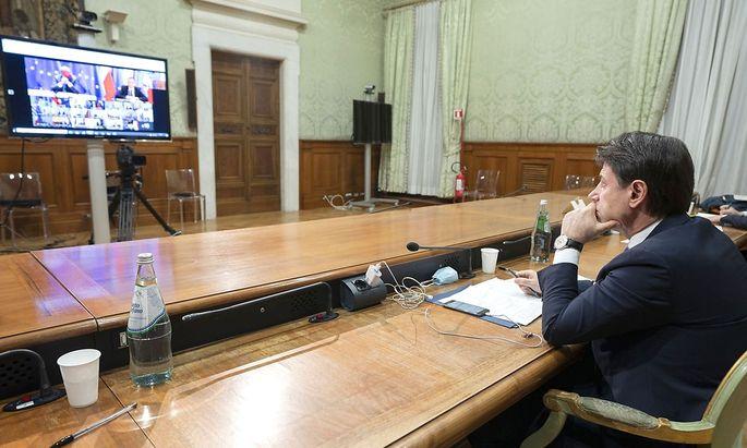 Italiens Premierminister Giuseppe Conte macht sich in der Tourismusindustrie keine Freunde - hier auf einem Archivbild eines EU-Videogipfels Mitte November.