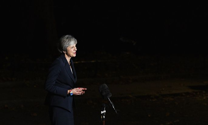 Nach der Sondersitzung in London war Premierministerin May Mittwochabend vor die Kameras getreten.