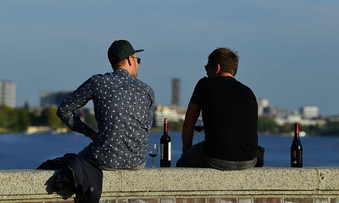 Im weltweiten Vergleich liegt das Mindestalter für Alkoholkonsum in Österreich und Deutschland sehr niedrig.