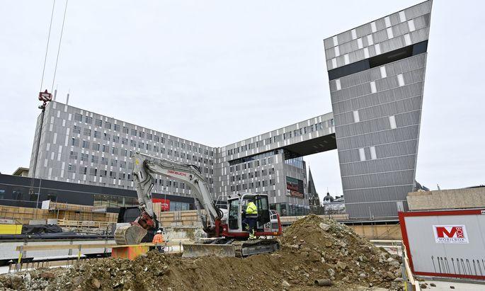 Auch bei der Großbaustelle am Westbahnhof, wo eine neue Filiale von Ikea entstehen soll, könnte der Betrieb bald wieder aufgenommen werden.