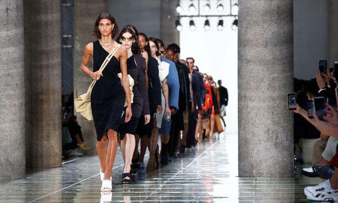 Daniel Lee zeigte mit seiner zweiten Kollektion für Bottega Veneta eine der stärksten Positionen in Mailand.