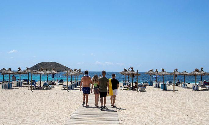 SPAIN-HEALTH-VIRUS-TOURISM