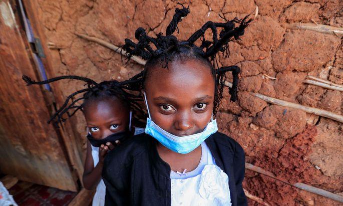 Kindern gefällt die Frisur, Erwachsene werden so auf das Virus aufmerksam gemacht.